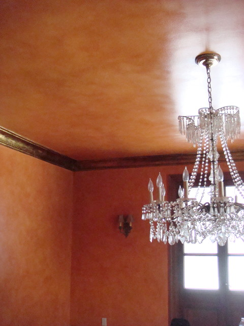Tuscan Glazed Dining Room And Metallic Gold Crown Molding