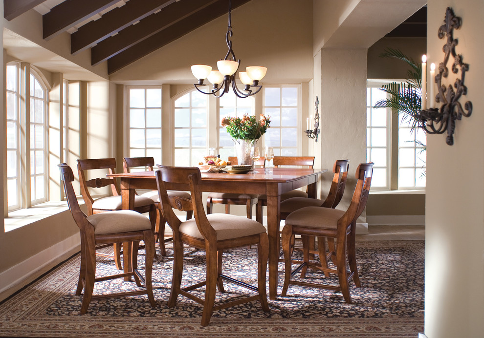 Dining room photo in Charlotte