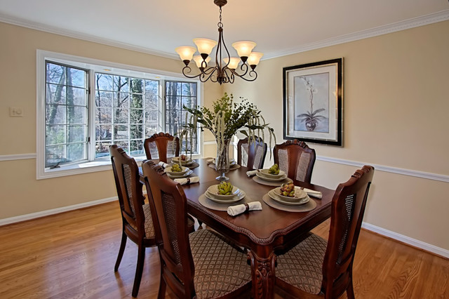 Vienna home staging traditional dining room dc metro for Stage home furniture for sale