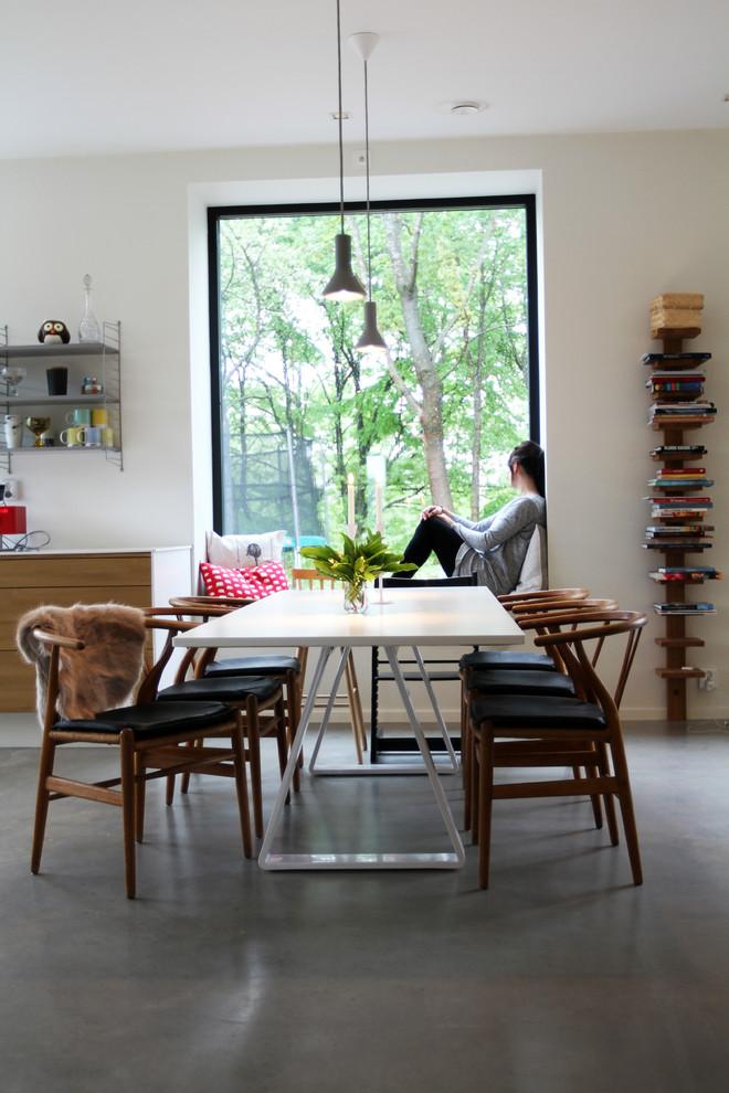 Dining room - scandinavian dining room idea in Gothenburg