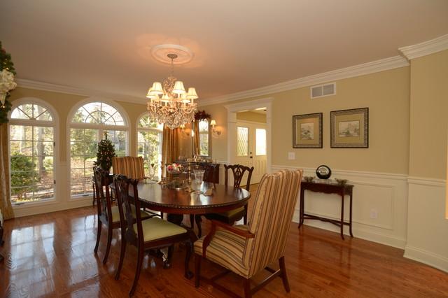 Villa traditional-dining-room