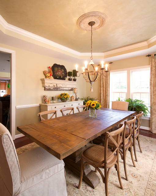 Charmant Example Of A Mid Sized Country Dining Room Design In DC Metro