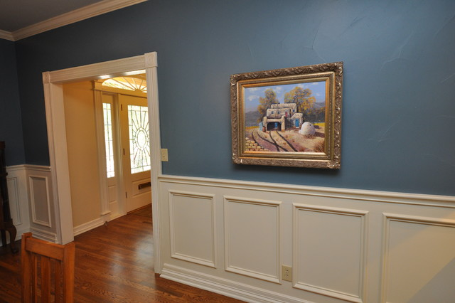 Wainscot and wall texture traditional-dining-room