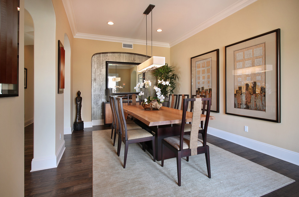 Dining room - contemporary dining room idea in Orange County