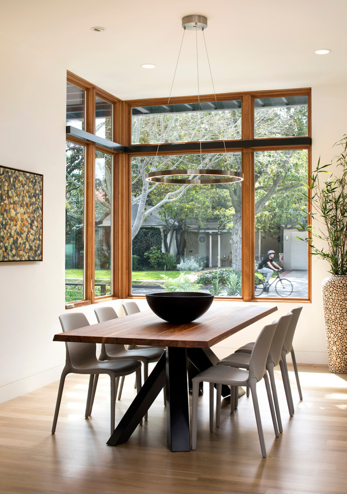 Example of a minimalist dining room design in San Francisco