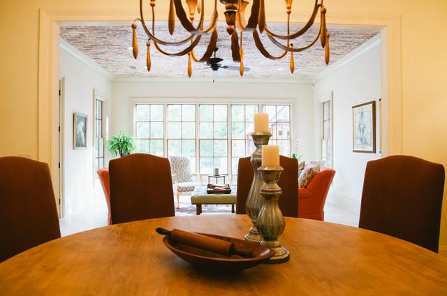 White Oaks Residence traditional-dining-room