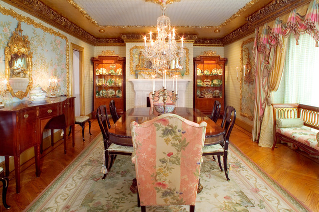 William mary style dining room traditional dining for Pictures of traditional dining rooms