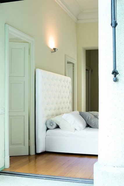 Wing Bed contemporary-beds