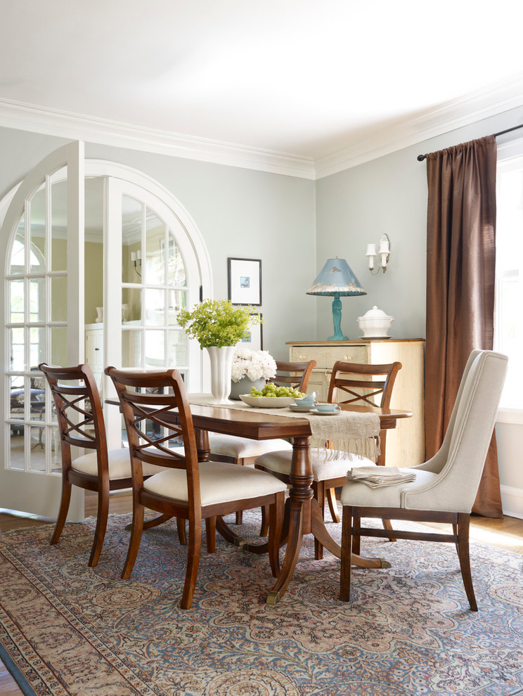 Classic dining room in Chicago with grey walls.
