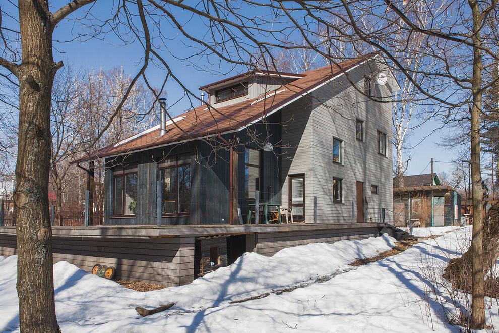 Выдающиеся фото от архитекторов и дизайнеров интерьера: фасад дома серого цвета в современном стиле