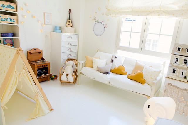 Ejemplo de dormitorio infantil de 4 a 10 años, romántico, de tamaño medio