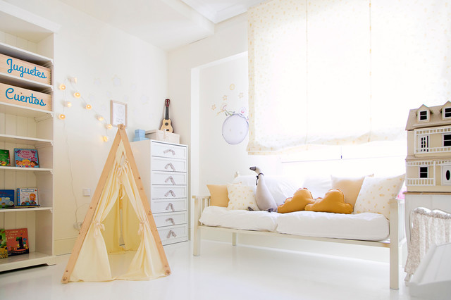 Inspiration for a classic children's room for girls in Madrid with white walls.
