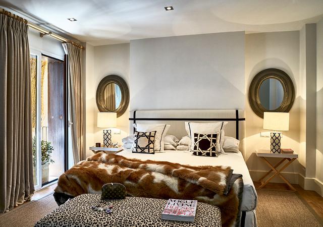 Casa en burguillos sevilla contempor neo dormitorio sevilla de frida beca - Zara home lamparas mesilla ...