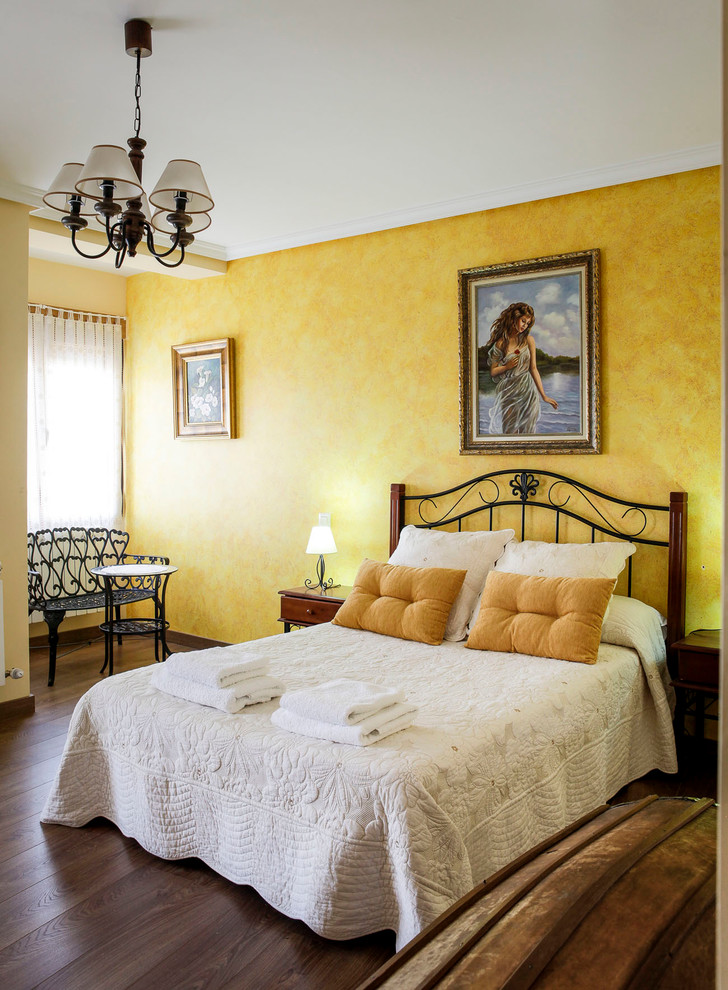 Bedroom - mid-sized traditional master dark wood floor bedroom idea in Madrid with yellow walls and no fireplace