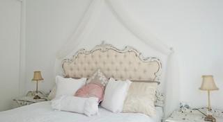 Decoración integral personalizada de piso un en Estepona シャビーシック調-寝室