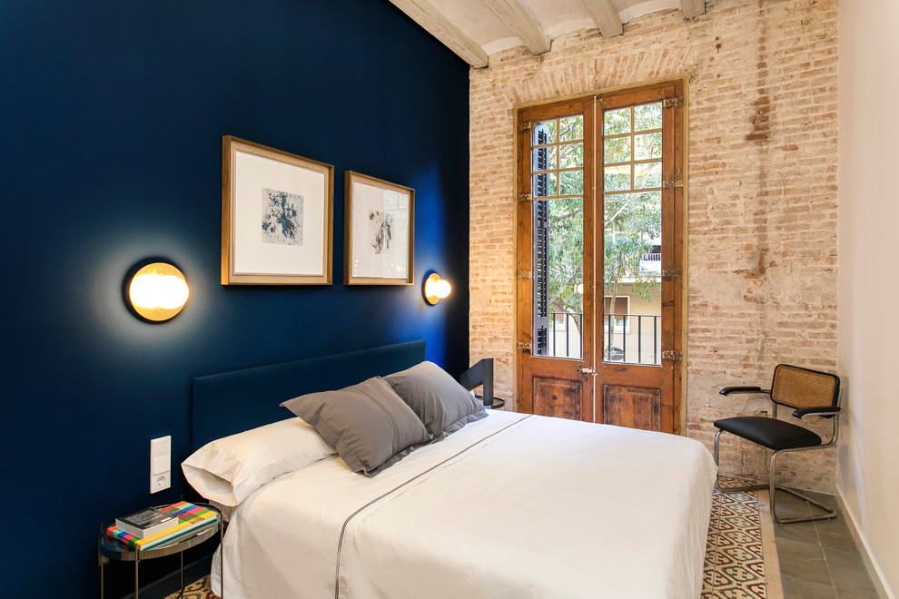Inspiration for a mid-sized industrial guest ceramic tile and multicolored floor bedroom remodel in Barcelona with blue walls