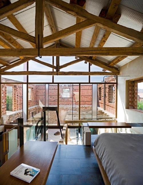 fachada de vidreo del pajar rehabilitado por Jesus Castillo en espectacular vivienda