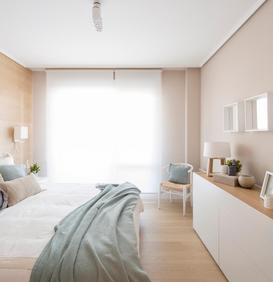 Bedroom - mid-sized scandinavian master light wood floor bedroom idea in Bilbao with beige walls and no fireplace