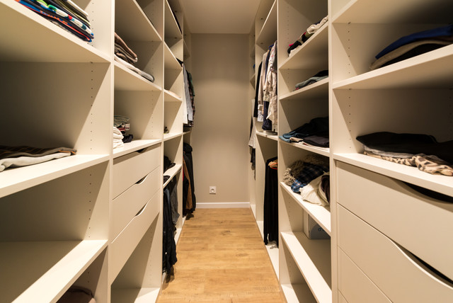 Dressing sur mesure contemporary closet other metro by macoretz agenc - Agencement dressing ikea ...