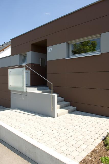hauseingang mit treppe aus sichtbeton. Black Bedroom Furniture Sets. Home Design Ideas
