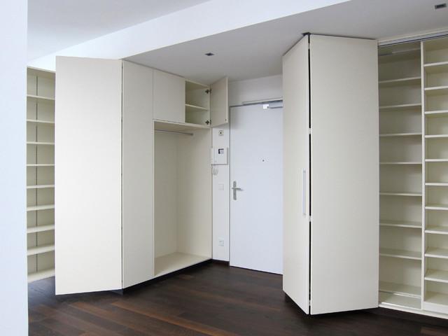 schr nke im eingangsbereich teilweise ge ffnet modern eingang k ln von hansen. Black Bedroom Furniture Sets. Home Design Ideas