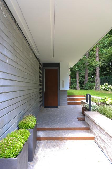 stadtvilla mit schwimmteich modern eingang berlin von potsdamer garten gestaltung gmbh. Black Bedroom Furniture Sets. Home Design Ideas