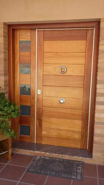 Puerta de entrada chalet barcelona casa de campo for Doble puerta entrada casa