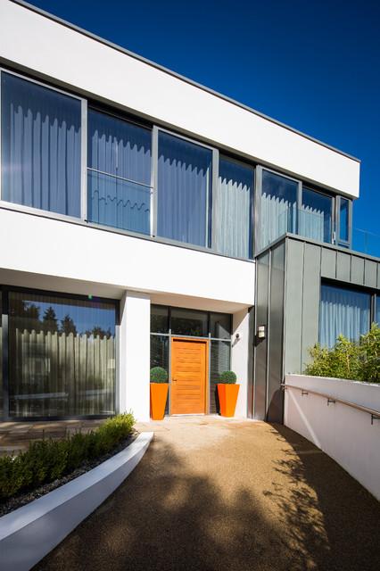 Contemporary Split Foyer : Modern split level contemporary home