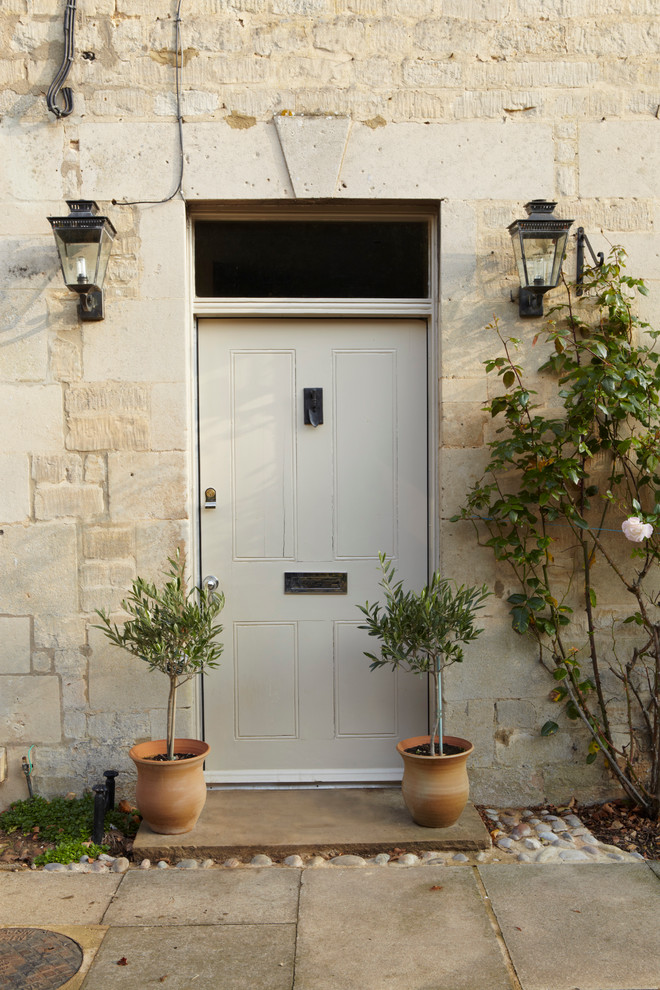 Cottage entryway photo in Dorset