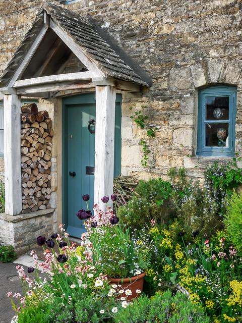 Farmhouse Entry By Mark Hazeldine Photography