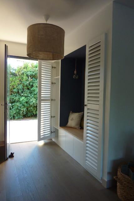 Am nagement d 39 une entr e villa lea contemporain entr e marseille par maad architectes - Amenagement aanplakbiljet d entree ...