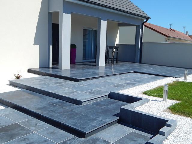 Aménagement des accès d\'une maison en pierre bleue - Contemporain ...