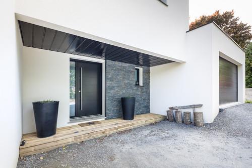 quelle est la marque de la porte d entr e svp. Black Bedroom Furniture Sets. Home Design Ideas