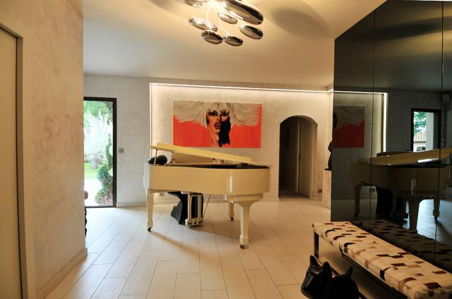 hall d 39 entr e contemporain contemporain entr e paris par donatellepiana. Black Bedroom Furniture Sets. Home Design Ideas