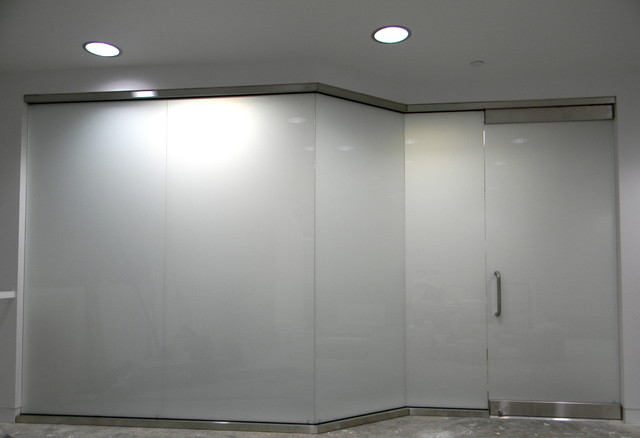 12 Laminated Glass Wall w Single Door Modern Entry