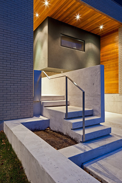 150 W contemporary-entry