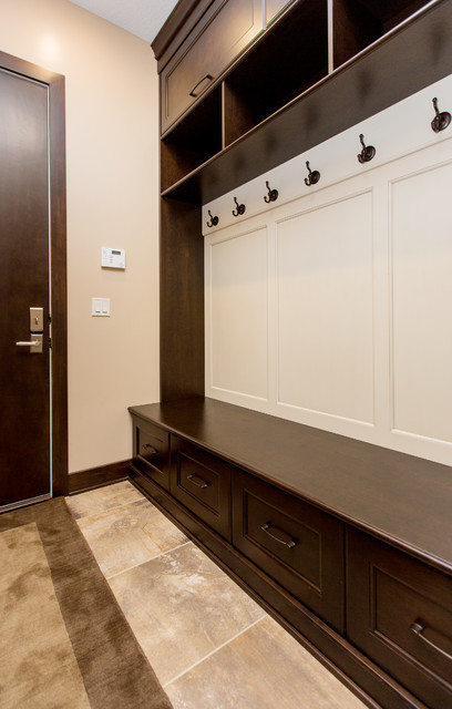 3905 Berkshire traditional-entry