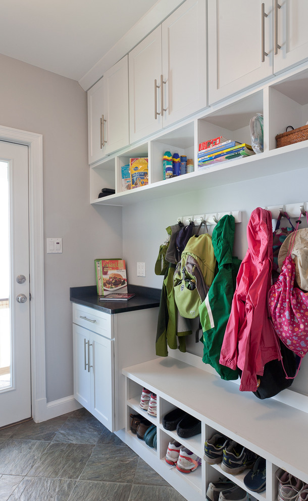 Example of a trendy mudroom design in DC Metro