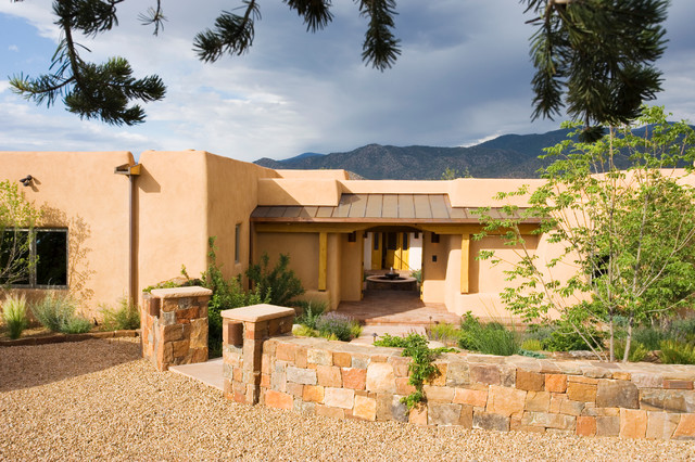 Adobe home in new mexico southwestern entry for Adobe home design
