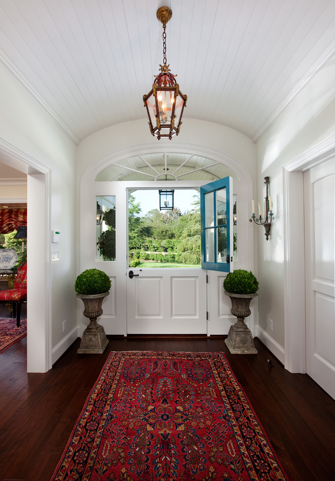 Entryway - traditional entryway idea in Santa Barbara