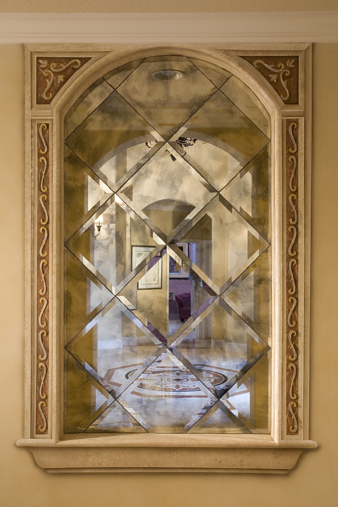 Example of a tuscan entryway design in Miami