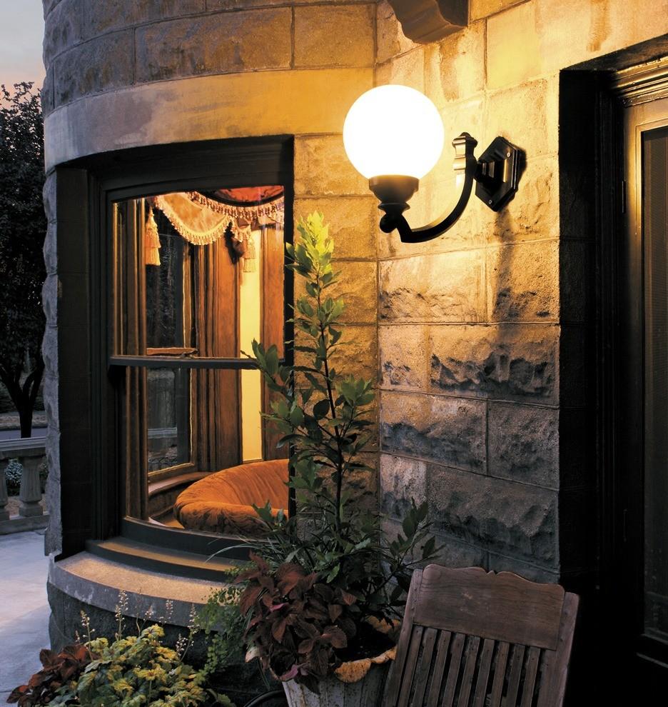 Entryway - traditional entryway idea in Portland