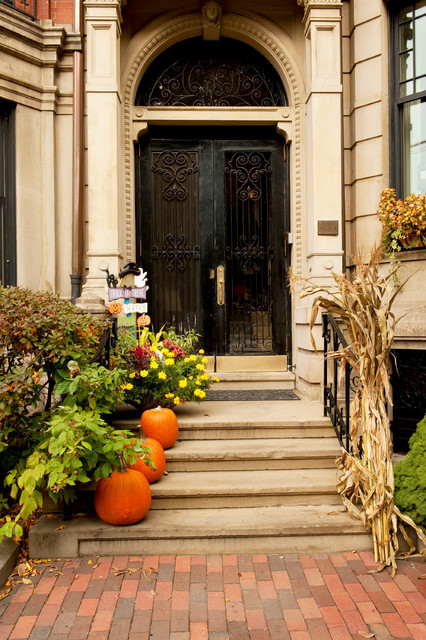 Autumn halloween decor traditional entry other metro for How to decorate front yard for thanksgiving