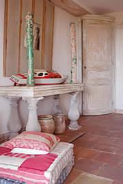 Beach house bedroom mediterranean-entry