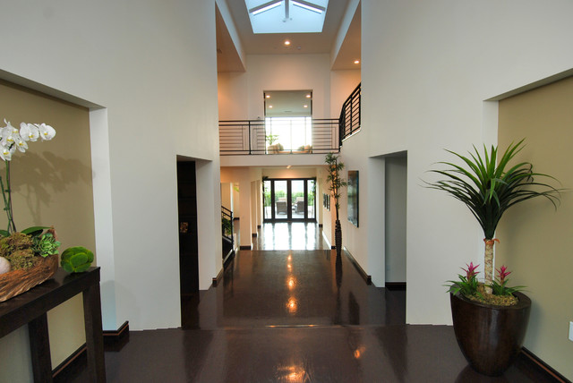 Inspiration for a modern entryway remodel in Los Angeles