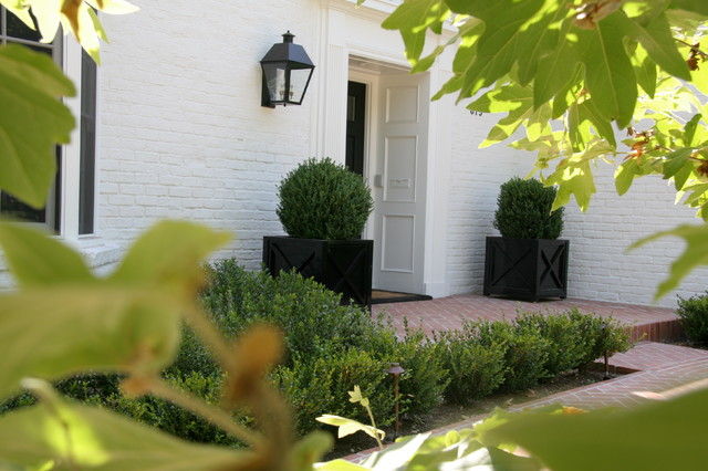 Beverly Hills Georgian Colonial traditional-entry