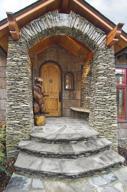 Brown Bear Lodge traditional-entry