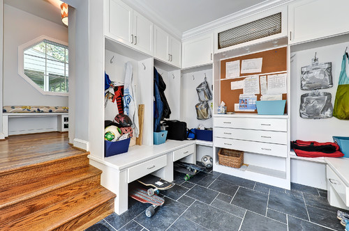 great mudroom organization makes it easy to store & find things