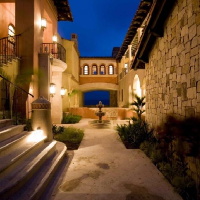 Cabo San Lucas Beach Villas mediterranean-entry