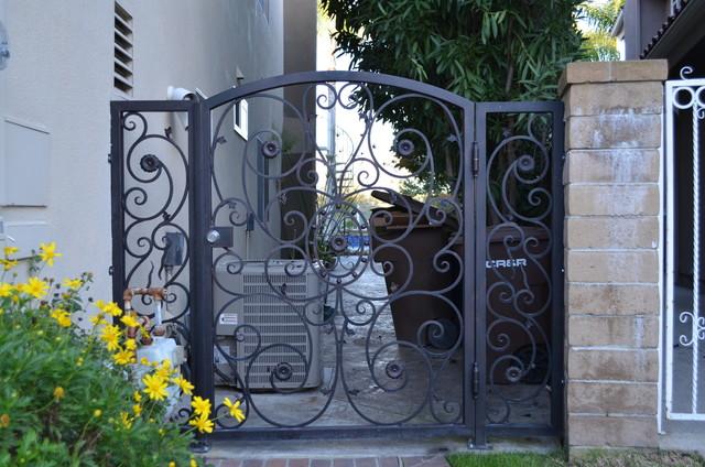 Cedar bluff laguna hills front doors side gate for Door to gate kontakt